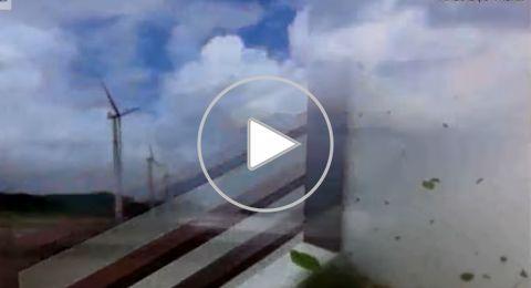 إعصار مخيف يضرب الفلبين ويشرد الآلاف