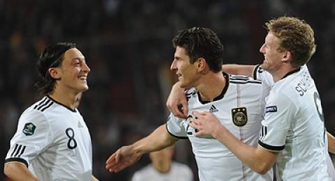 المانيا وإنجاز تاريخي..اليونان تتأهل بطريقة مذهلة .. تركيا إلى الملحق