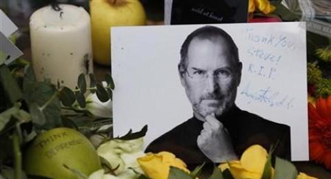 جنازة أسرية لجوبز.. وعائلته ستنشأ موقعاً إلكترونياً لتلقي التعازي