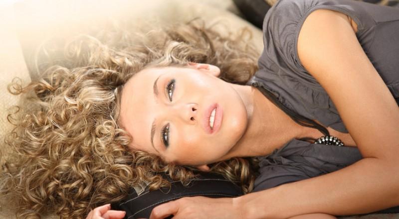 نصيحة رائعة للعناية بالشعر المجعد من مصففي الشعر في  ناتشورل فورمولا