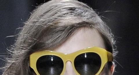 عودة لموضة الستينات ونظارات عيون القطط   Anna Sui