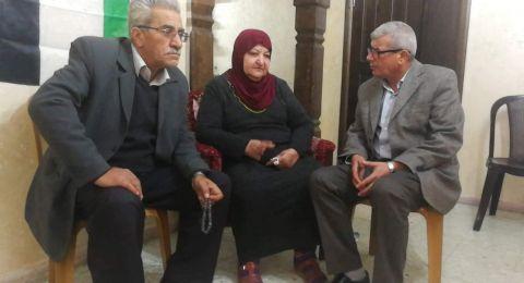 في بيت ابو حميد في الامعري رأيت شعبا لا يتحرك الا نحو السماء