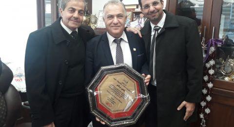 د. ناجي عباس يهنئ رئيس البلدية