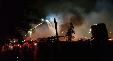 كفرقاسم: اندلاع حريق في مجمع تجاري وأضرار كبيرة