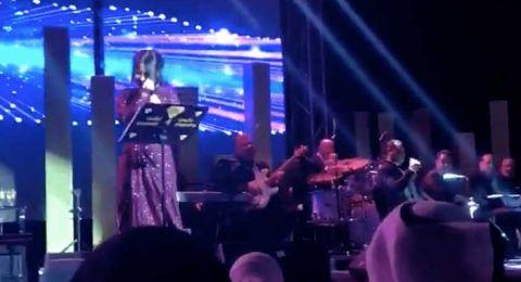 شيرين عبد الوهاب تبكى فى حفلها بالكويت.. والسبب؟
