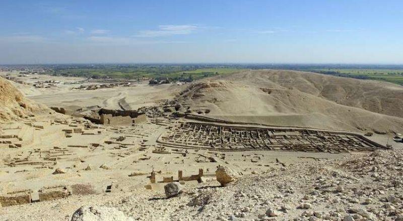 مصر.. اكتشاف مقبرة كبيرة تعود لعهد توت عنخ آمون