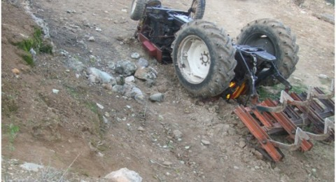سائق الجرار قتل أثر سقوط حجر من