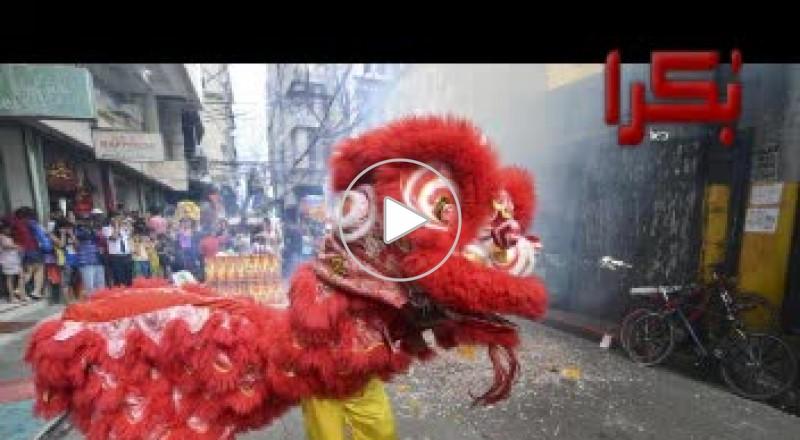 الصينيون يقيمون احتفالات الأفعى