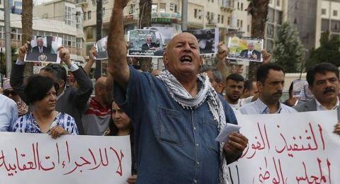 استمرار الاحتجاجات في الضفة .. مظاهرتان برام الله ونابلس غدًا لرفع العقوبات عن غزة