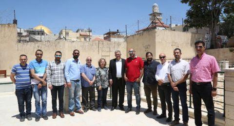 أ.د. عماد أبو كشك يتفقد مشروع حماية الموروث الثقافي في البلدة القديمة من القدس