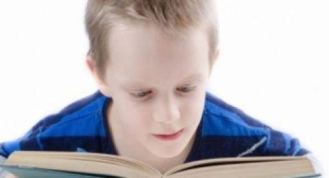 هوس الأهل بالدرجات المدرسية يقلل ثقة الطفل بنفسه