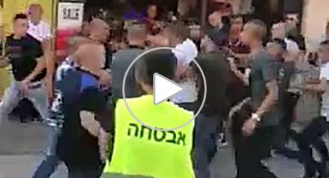 بالفيديو: شجار في