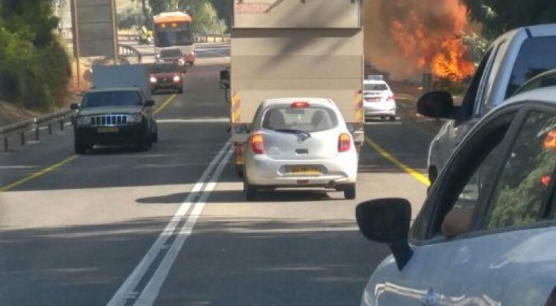 اغلاق شارع 65 قرب الشبلي بسبب حريق هائل