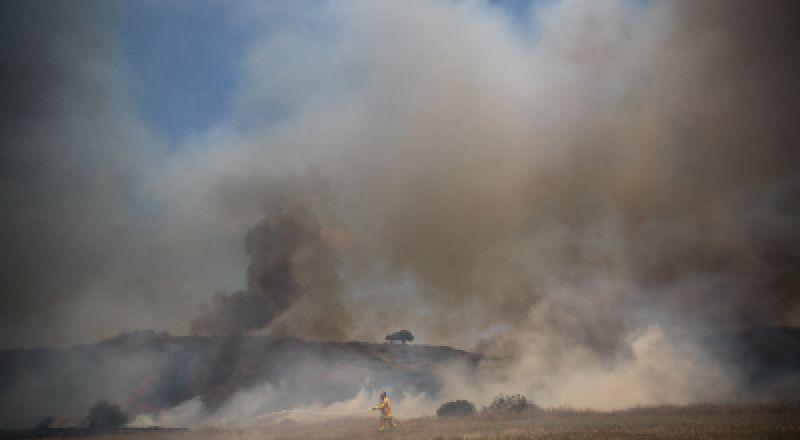 بالونات حارقة من غزة، تسبب حريقًا قرب موقع