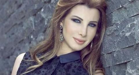 نانسي عجرم تقبّل مطرباً شهيراً وتشعل مواقع التواصل!!