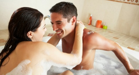 ما هي متعة وفائدة استحمام الزوجين معاً؟!