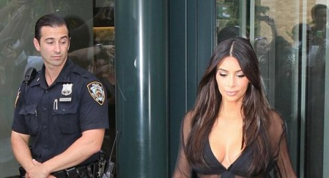 مؤخرة كارداشيان محط أنظار رجال الشرطة