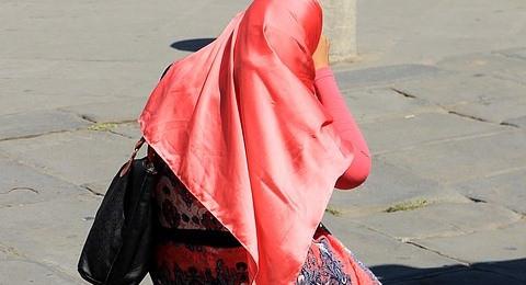 حجابي سر سعادتي؟ قطعة قماش مثار جدل وسط تل أبيب
