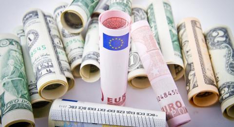 الدولار يواصل الانخفاض .. أسعار العملات مقابل الشيكل