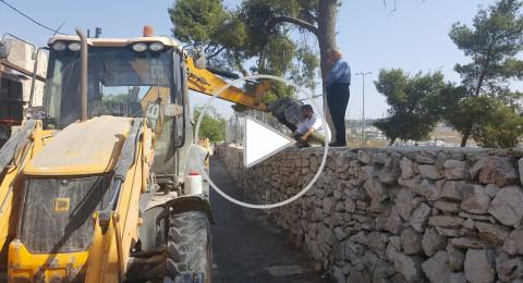 القدس: هدم جدار واعمال تجريف في مقبرة الشهداء