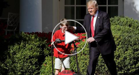 ترامب يفاجئ طفلاً تطوع لقصّ عشب حديقة البيت الأبيض