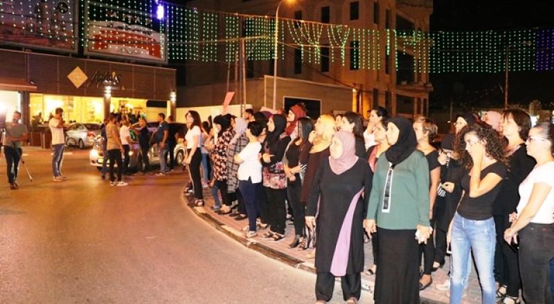 المئات في مجد الكروم يحتجون على قتل هبة مناع