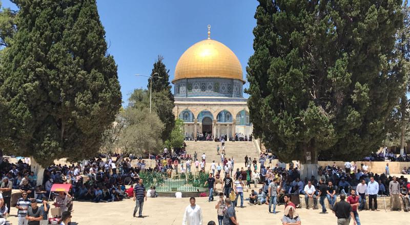 خطيب الاقصى يحرم تدريس المنهاج الإسرائيلي في القدس
