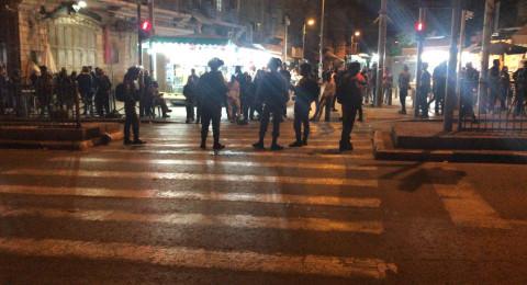 اعتقال 6 مقدسيين خلال تفريق وقفة احتجاجية عند باب العمود