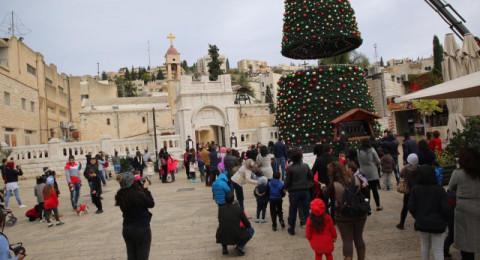شباب التغير يطالب بإطفاء شجرة الميلاد لـ3 أيام