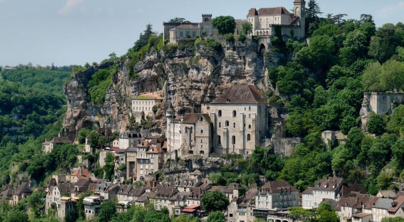 مدن بُنيت فوق قمم الجبال