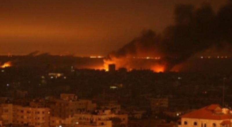 إسرائيل تقصف غزة وتغلق كافة معابرها