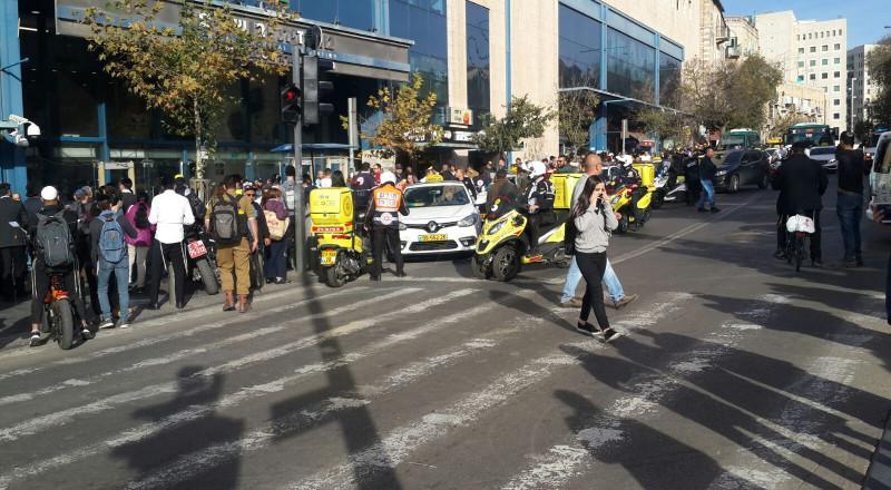 فيديو يوثق لحظة طعن منفذ عملية القدس لحارس الأمن