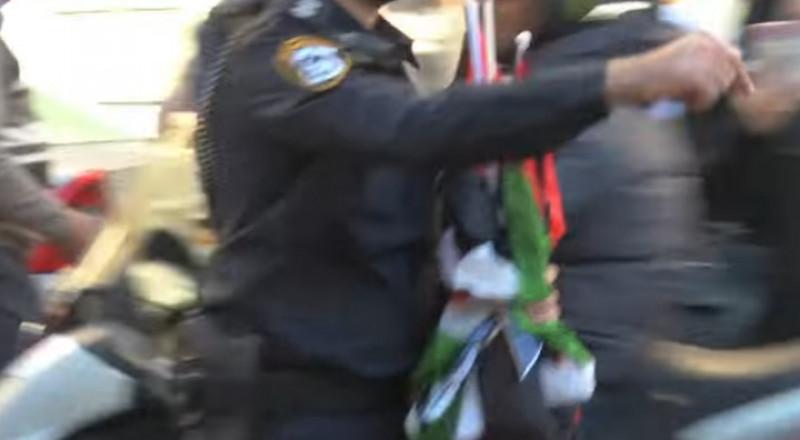 القدس: الشرطة الاسرائيلية تنتزع الأعلام الفلسطينية من متظاهرين
