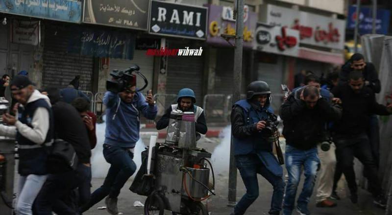 إصابات بالرصاص والاختناق واعتقال 5 مواطنين في الخليل
