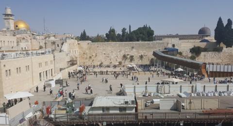 السلطات الاسرائيلية تنصب رافعة بناء ضخمة في ساحة البراق غربي الأقصى
