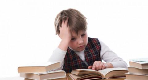 هكذا تخفف عن طفلك توتر الامتحانات