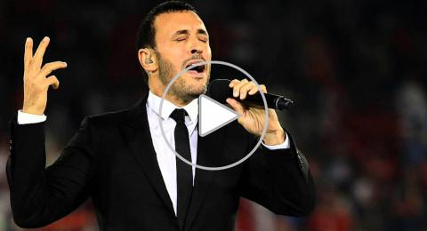 فيديو رائع بين كاظم الساهر ومعجبة في حفله بلبنان