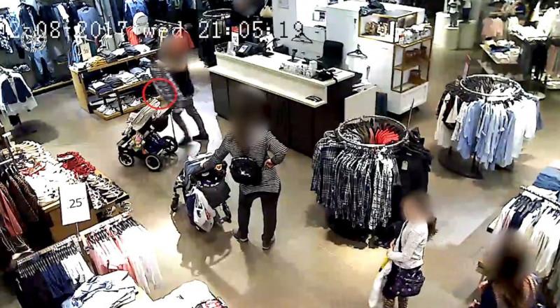 شاهدوا كيف سرقت الهواتف النقالة من النساء في المجمعات التجارية .. وانتبهوا