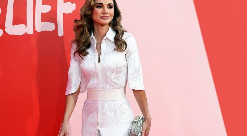 استوحي إطلالتك المحتشمة من الملكة رانيا