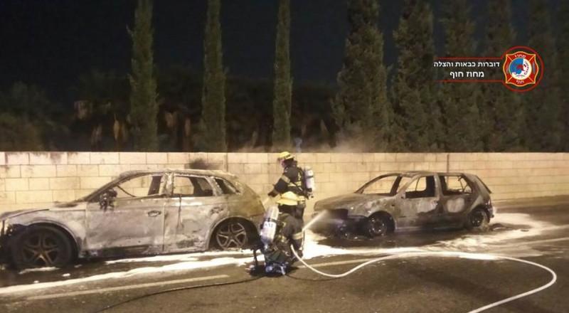 حريق يلتهم سيارتين في حيفا .. وتحقيق ما إذا كان مفتعلًا