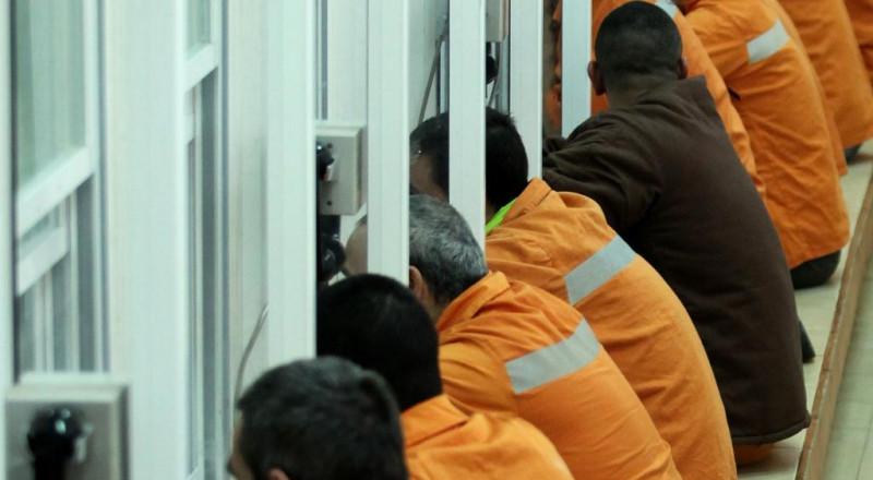 يحدث في السجون الإسرائيلية: سجانات مارسن الجنس مع السجناء!