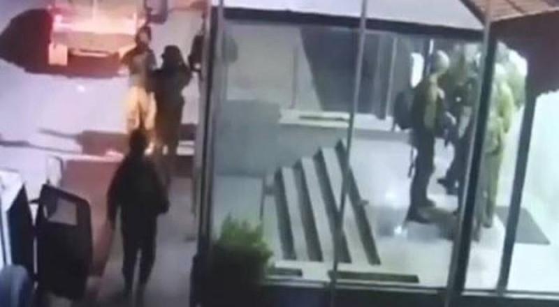 الجيش الإسرائيلي يسرق مكيفات الفلسطينيين
