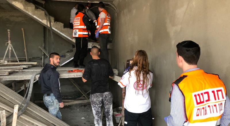 شعب: اصابة بالغة لشاب (44 عاما) إثر سقوطه عن ارتفاع نحو 4 امتار