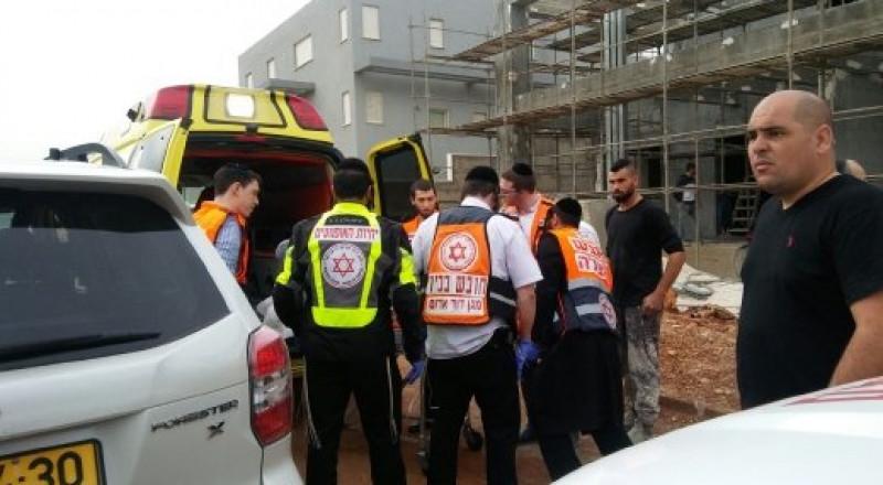 سقوط عاملين عن علو بورشة بناء في صفد