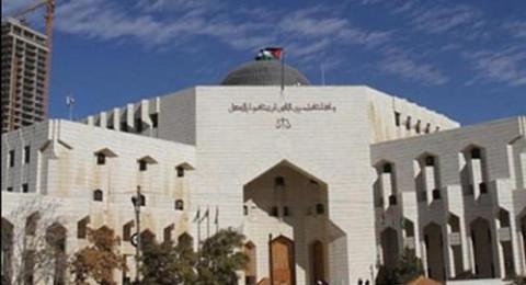 محكمة أردنية تحكم بالسجن 25 عامًا لأب اغتصب بناته الخمس