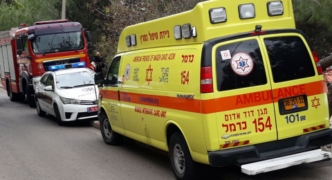 يحدث في حيفا: شخص يهاجم شرطيًا بمنشار ويدخل إلى بيت ويعتدي على مسنين ويهرب