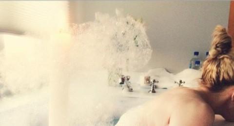 مادونا تنشر صورتها وهي تستحم