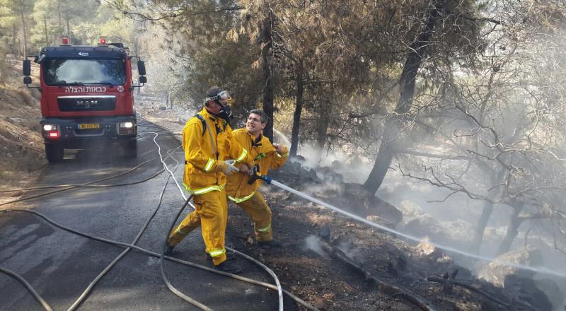 حريق ضخم في المكر وإخلاء عدد من المنازل