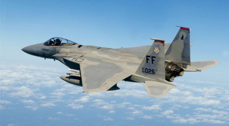 قطر تشتري مقاتلات F15 بـ12 مليار دولار.. وسفينتان أمريكيتان تصلان الدوحة