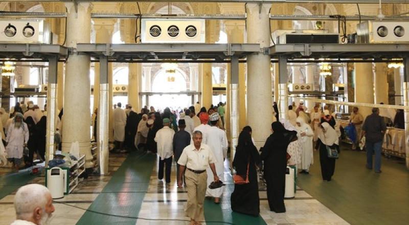 السعودية تنفي شائعة منع دخول القطريين للمسجد الحرام